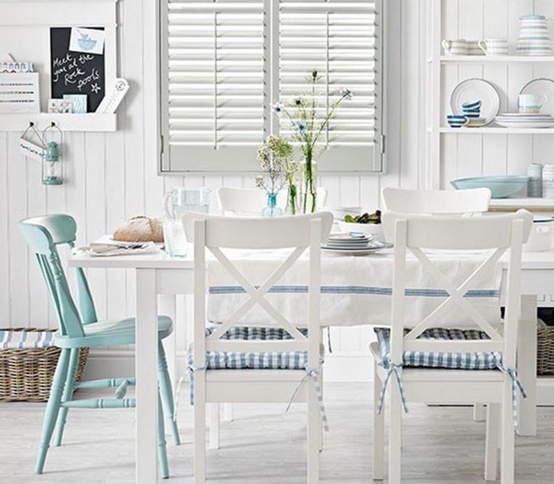 biała-jadalnia-w-stylu-marynistycznym-coastal