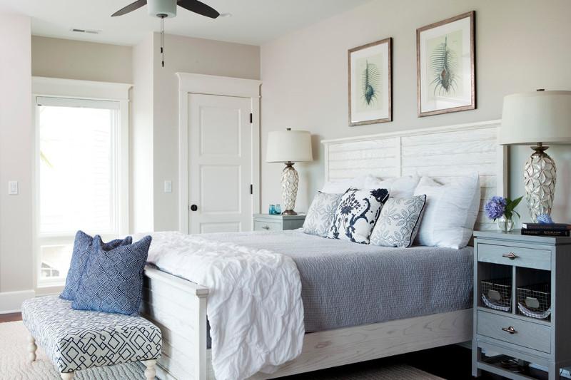 sypialnia-w-stylu-hampton-biało-niebieska